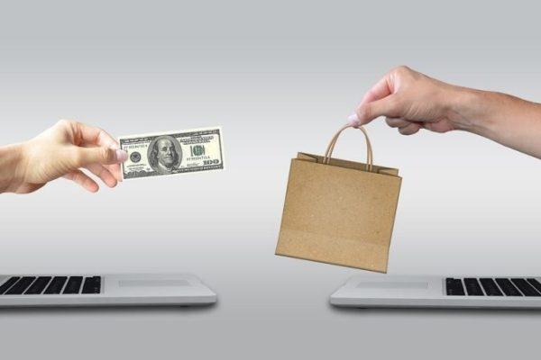 Saldi: negozio reale o virtuale?
