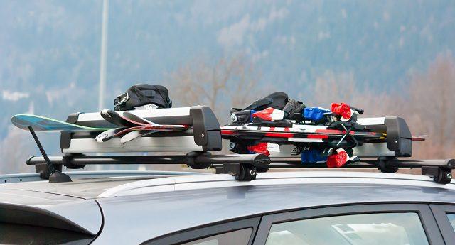 Settimana bianca: come scegliere e montare il porta sci per auto