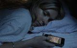 Smartphone o tablet a letto: pessima idea