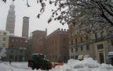 Trattori in strada contro neve e ghiaccio