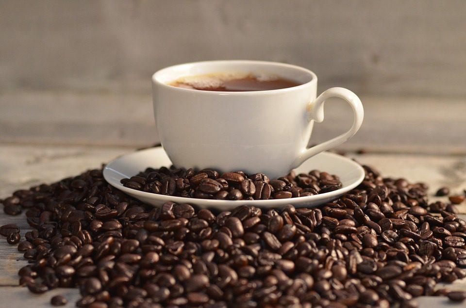 Una corretta idratazione passa anche da un buon caffè