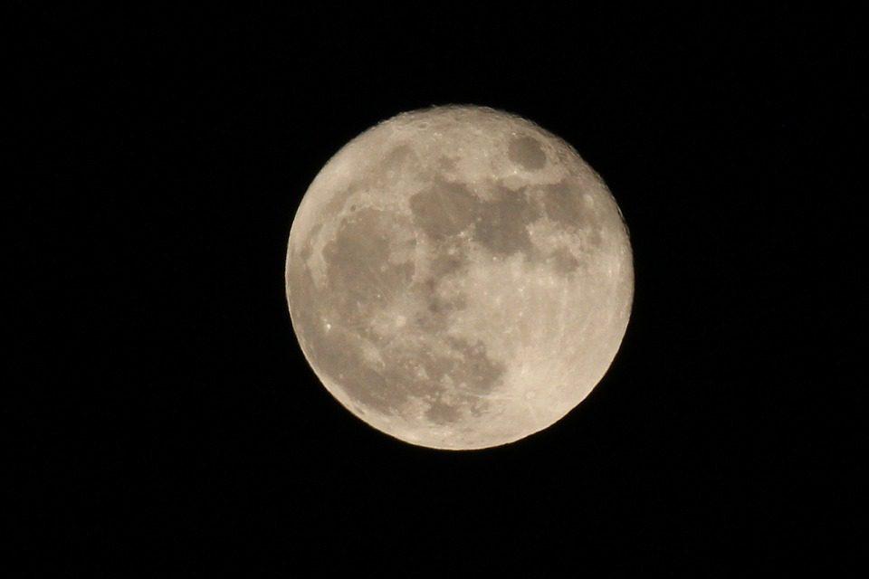 """Una luna """"effervescente"""""""