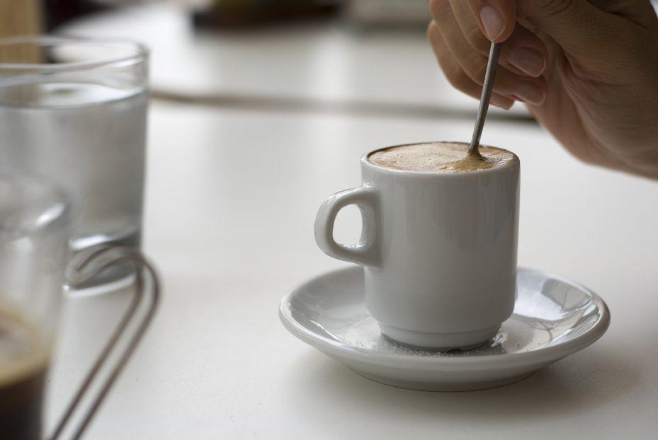 Una tazza di caffè consuma 140 litri d'acqua