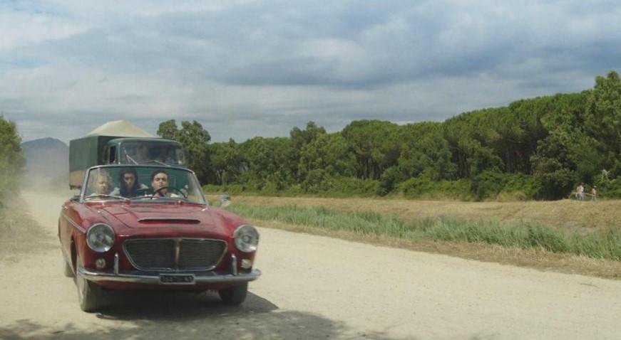 Da Stranger Things a L'amica geniale, le automobili protagoniste delle serie TV cult