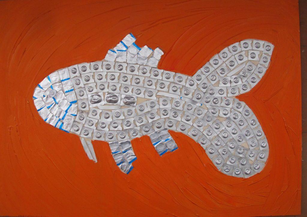 pesce rosso fatto con i blister
