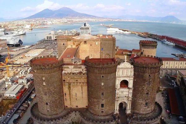 Scena aperta: Teatro Stabile e Comune di Napoli al Maschio Angioino