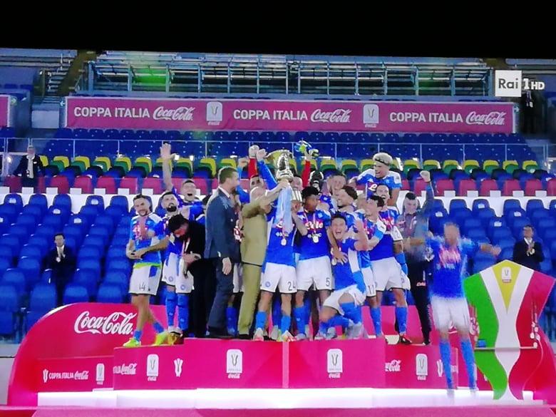 Il Napoli alza la Coppa