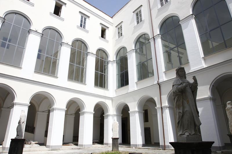 Napoli: San Domenico_Piazza d'arti