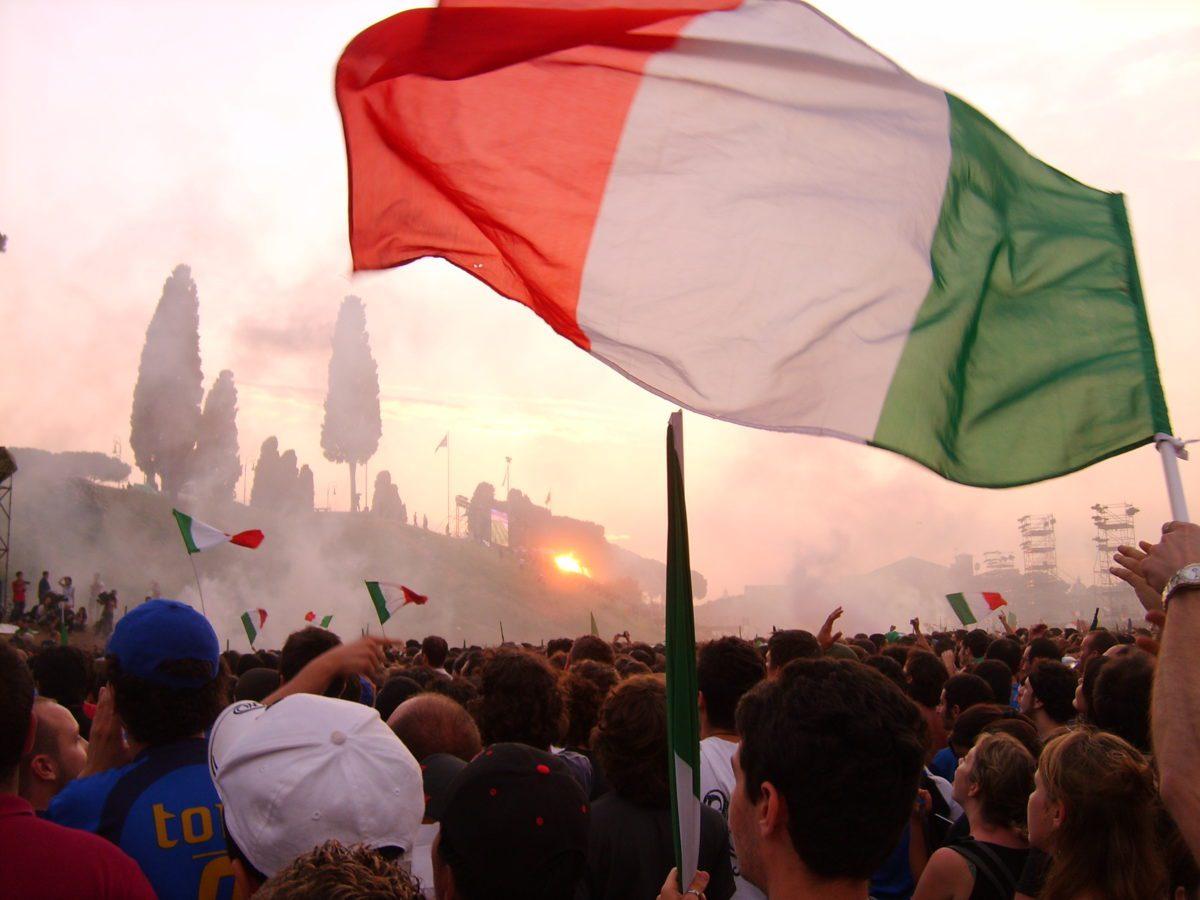 Il Circo Massimo di Roma dopo la finale del mondiale 2006 vinta dall'Italia