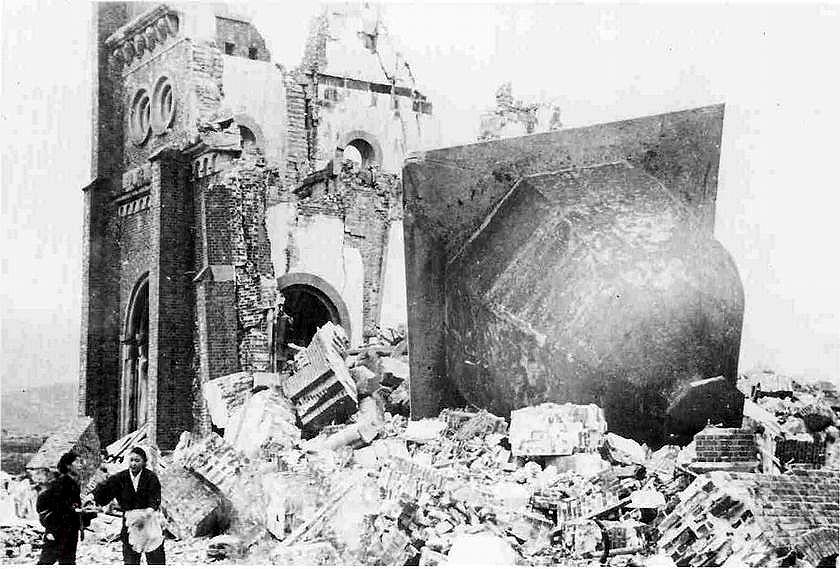 Una cattedrale cristiana rasa al suolo dal lancio della bomba