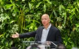 Il patrimonio di Bezos supera i 200 miliardi