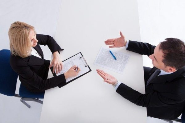 Economia: un lavoratore su due teme licenziamenti