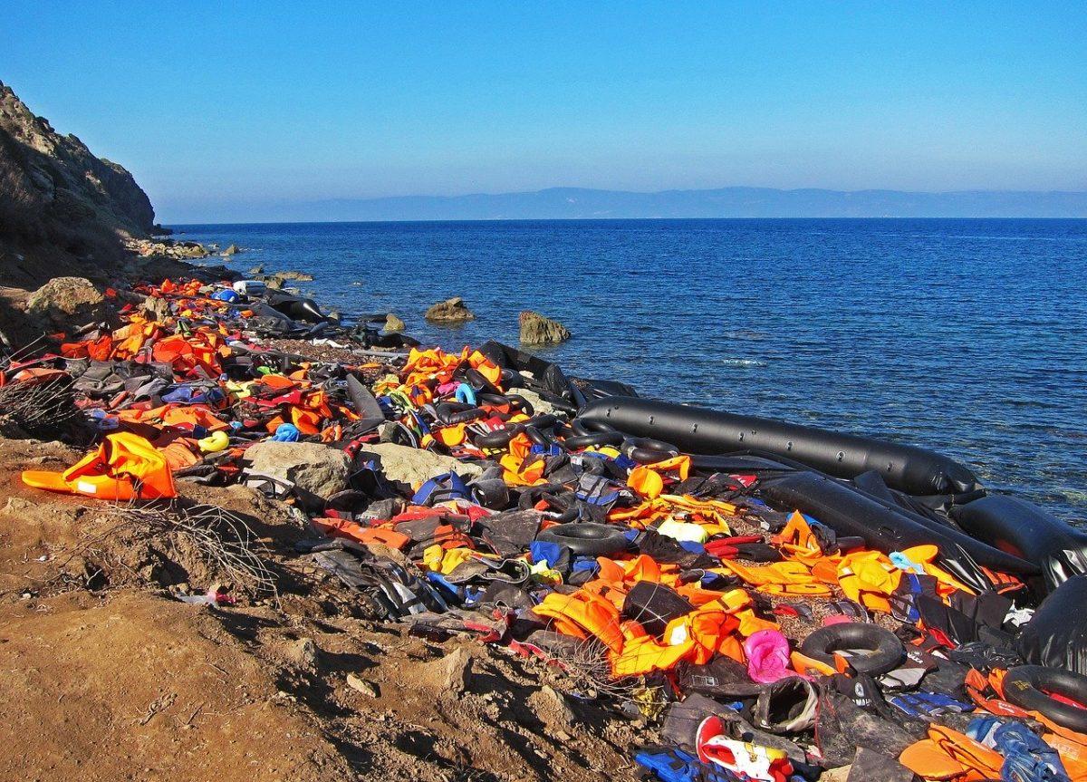 bansky e il salvataggio di migranti in mare