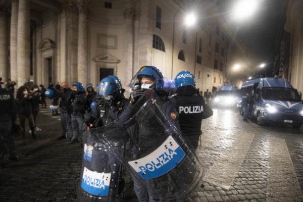 proteste violente napoli roma
