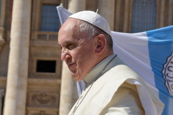 papa francesco contro l'indifferenza
