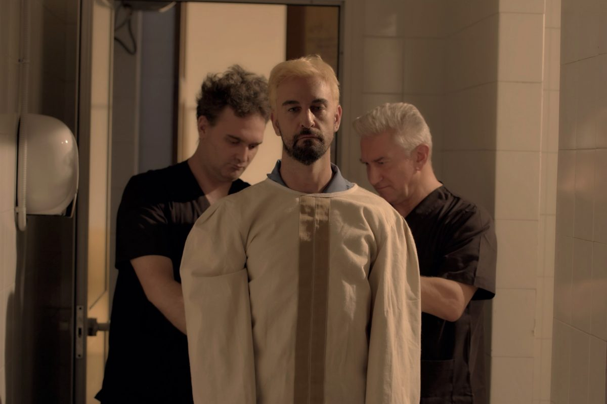 Reverse, un docu-film di Mauro John Capece