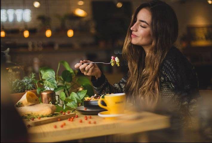 Pasta di sera: combatte insonnia e stress ma fa ingrassare?