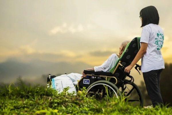 Covid-19 ed Alzheimer: le conseguenze della pandemia sugli anziani fragili