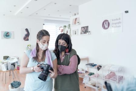 Nasce a Napoli la prima scuola italiana di fotografia Newborn in aula