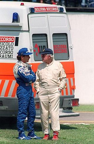 Il pilota brasiliano Ayrton Senna e il medico della Formula 1 Sidney Watkins, dopo l'incidente mortale di Roland Ratzenberger a Imola, sabato 30 aprile 1994.