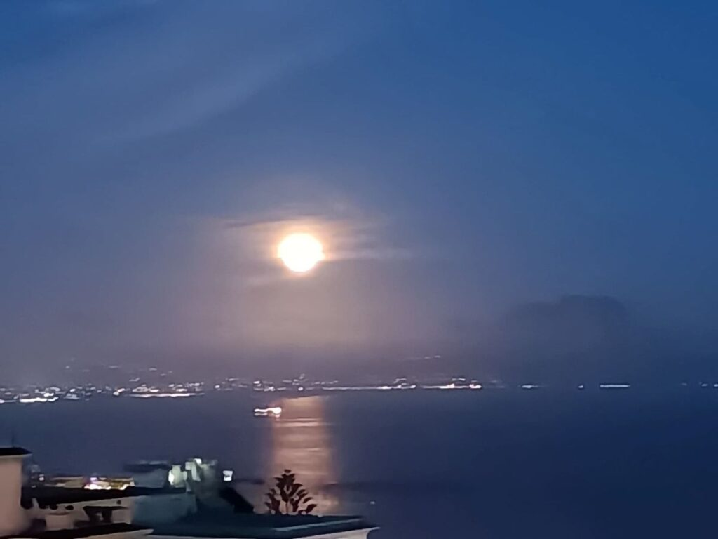 Superluna ed eclissi: doppio spettacolo nel cielo