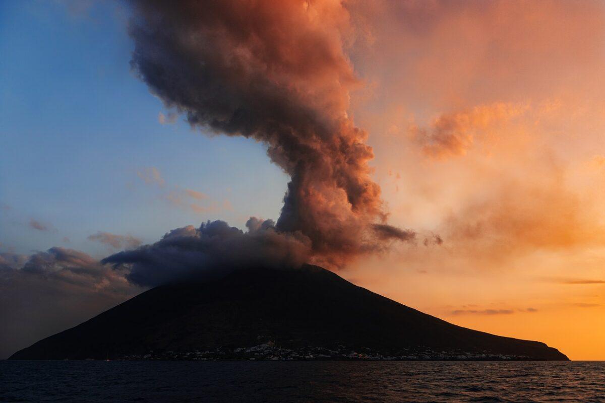 vulcani stromboli etna si risvegliano