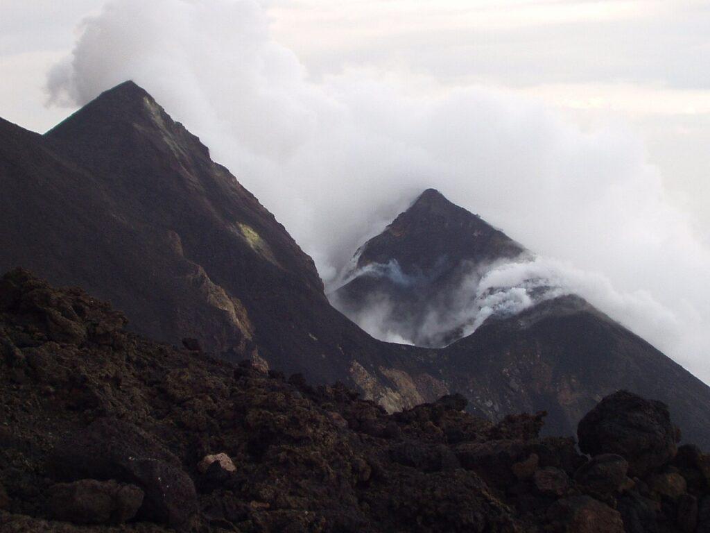 stroboli etna i vulcani che si risvegliano