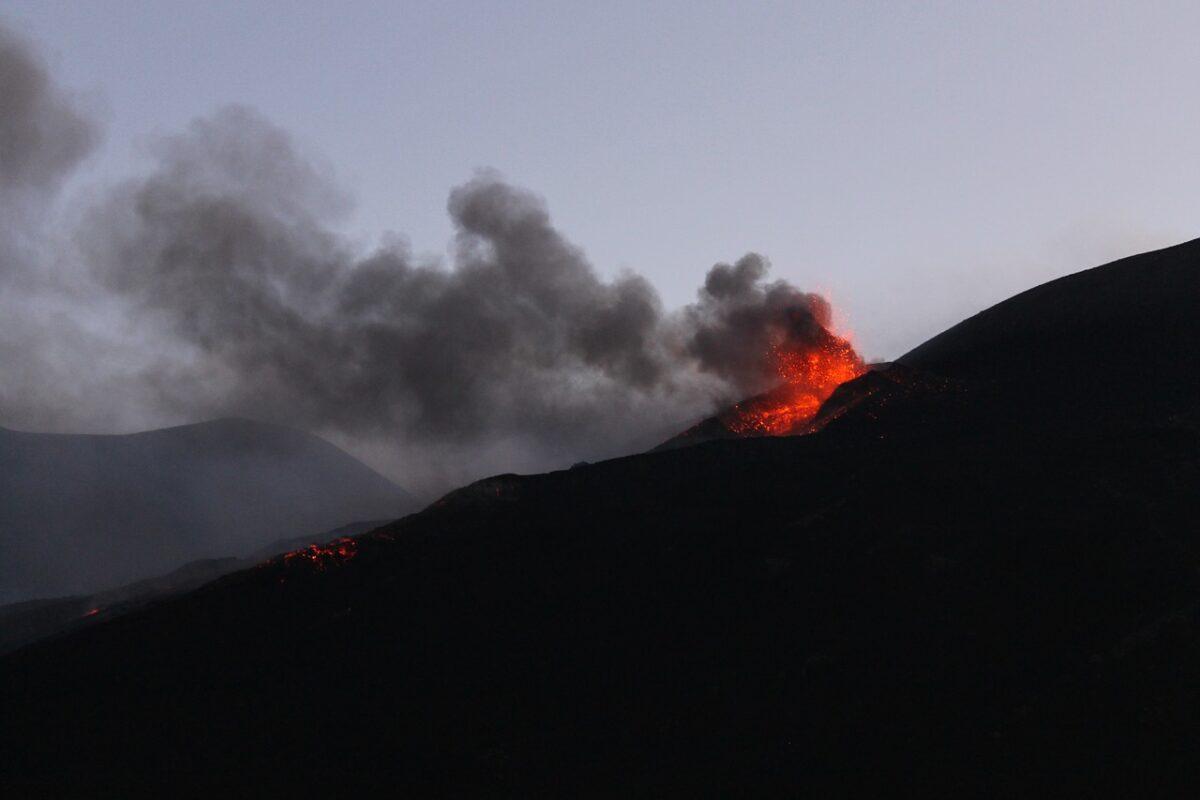 nuova eruzione spettacolare etna
