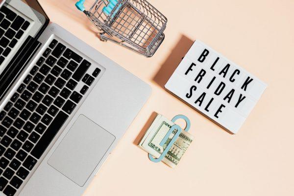 Black Friday 2021 in arrivo: la corsa all'acquisto on line