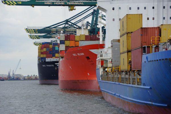 proteste lavoratori portuali no green pass